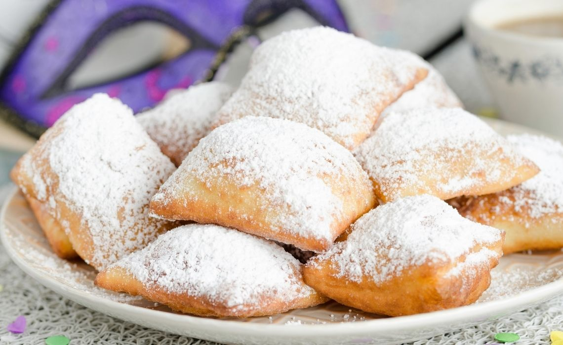 Beignets what to eat in New Orleans