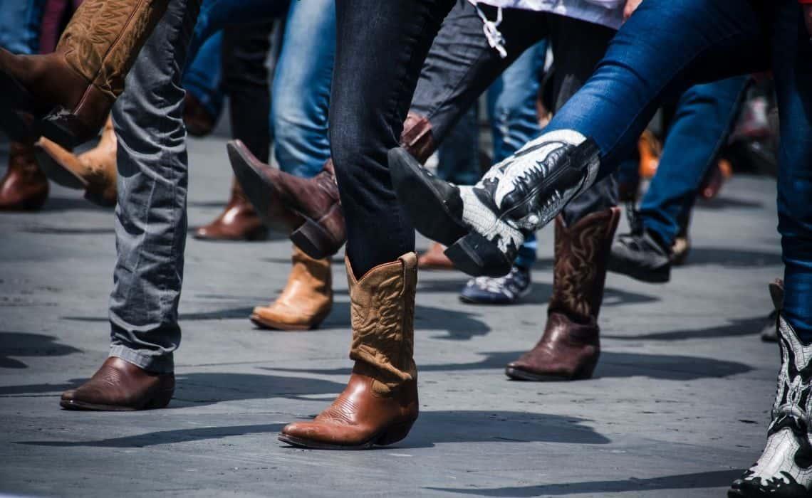 Kick up your boots at a Nashville Honk Tonk Bar