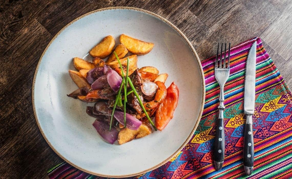 Lomo saltado what to eat in Peru