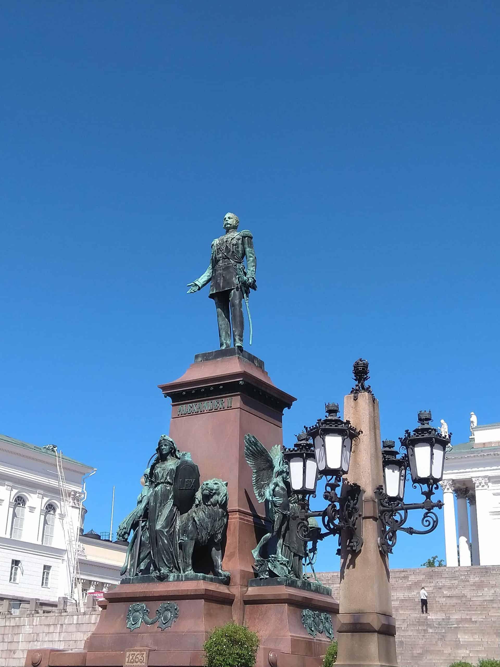 Helsinkitour_tourpoint5_statueofalexanderthe second