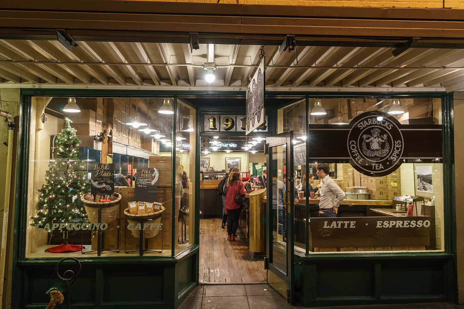TP2_TIP1620px-Starbucks_Seattle_PikePlace_1912