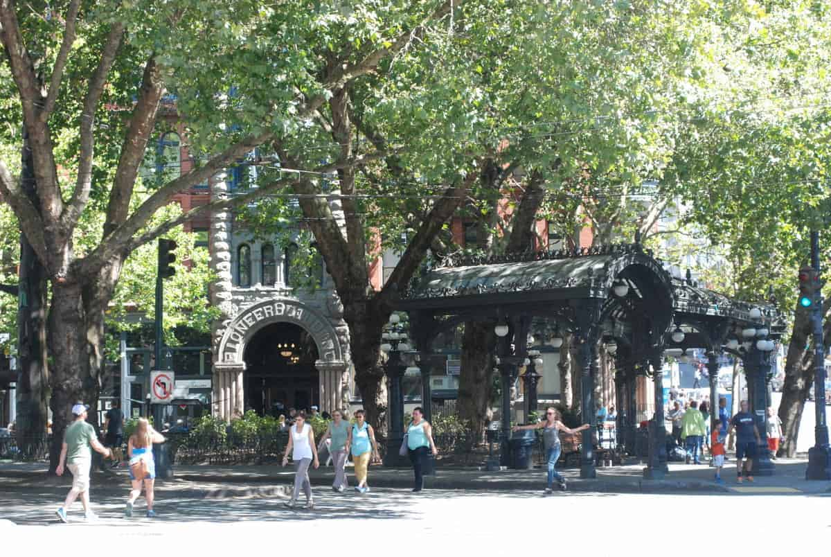 TP8Seattle,_WA_-_Pioneer_Square-Skid_Road_District_-_Pioneer_Place_and_Iron_Pergola_(2)