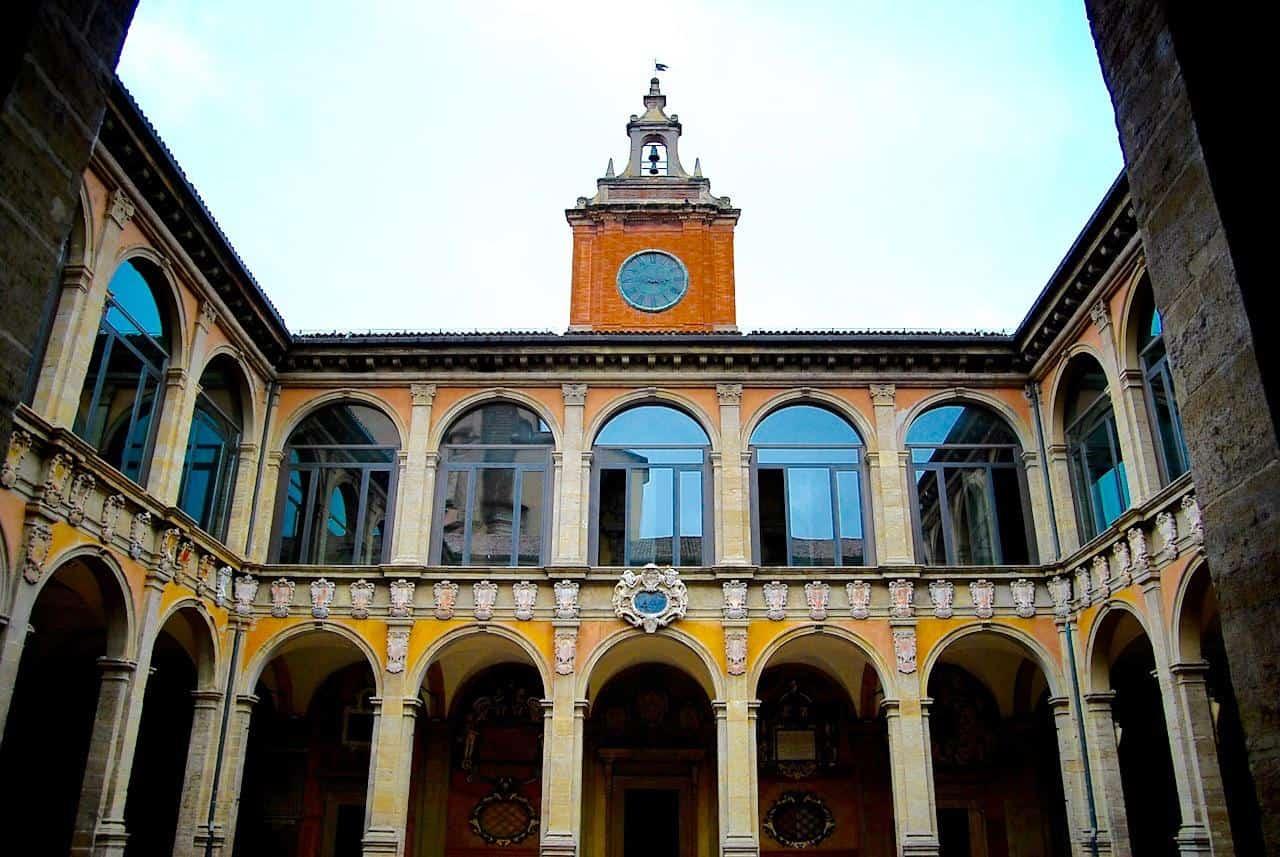 bologna_essential5) Archiginnasio (wikimediacommons)