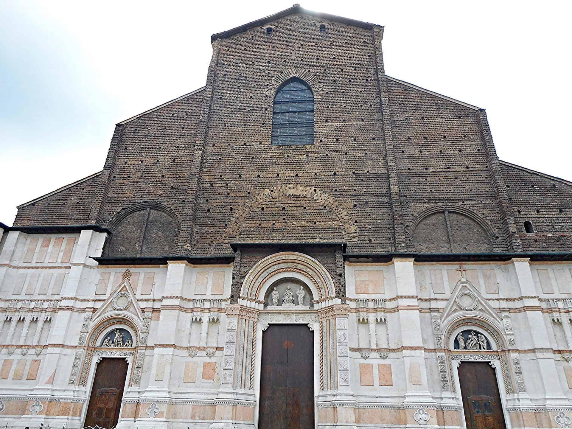 bologna_essential8) Piazza Maggiore (flickr)