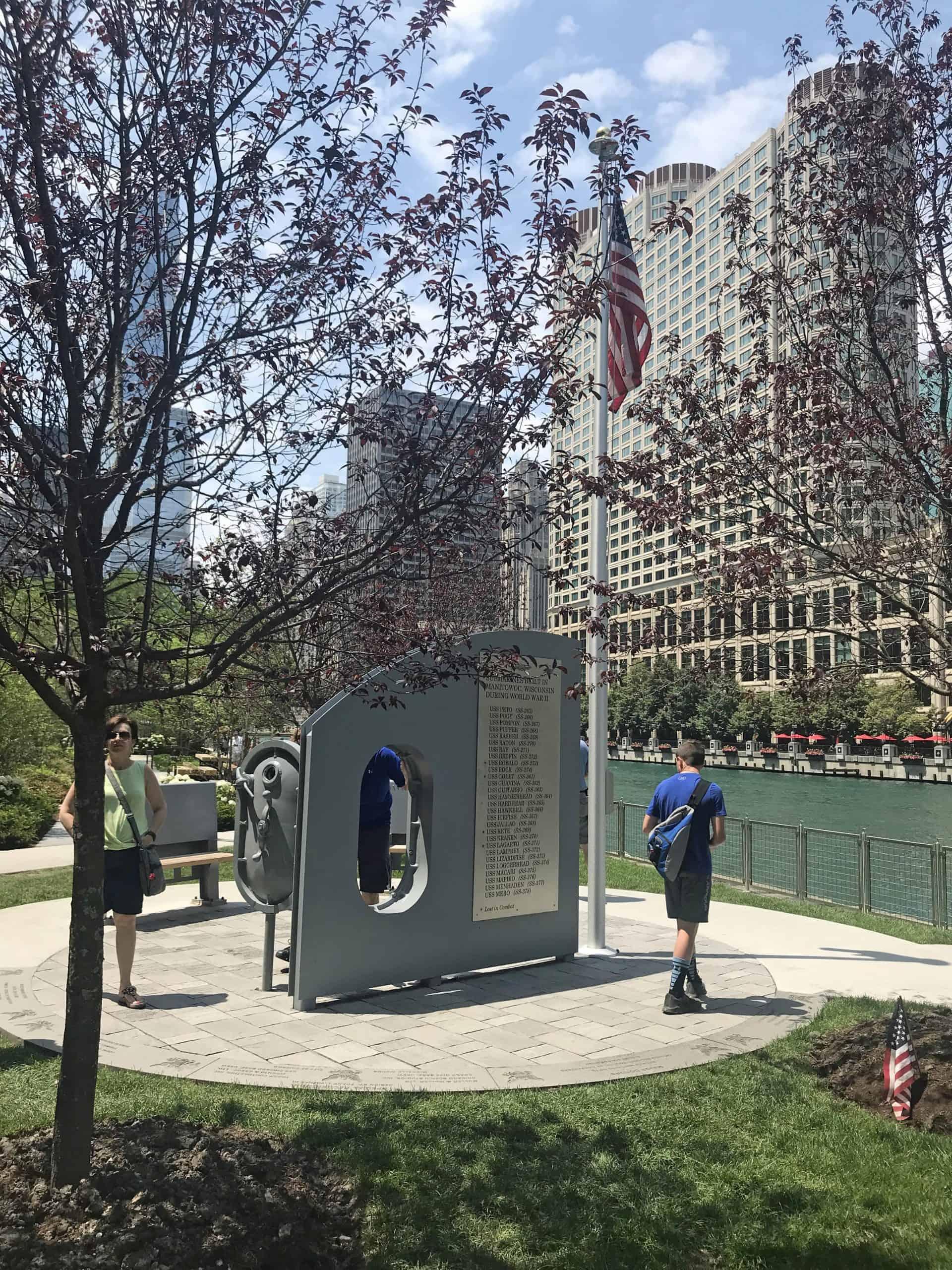 chicagoriverwalk_Point 5.3 Directly across River from Centennial Fountain