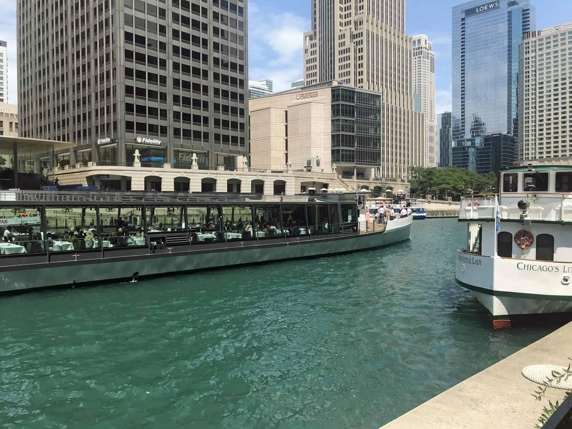 chicagoriverwalk_Point 8.1 Near Chicago Architecture Center dock