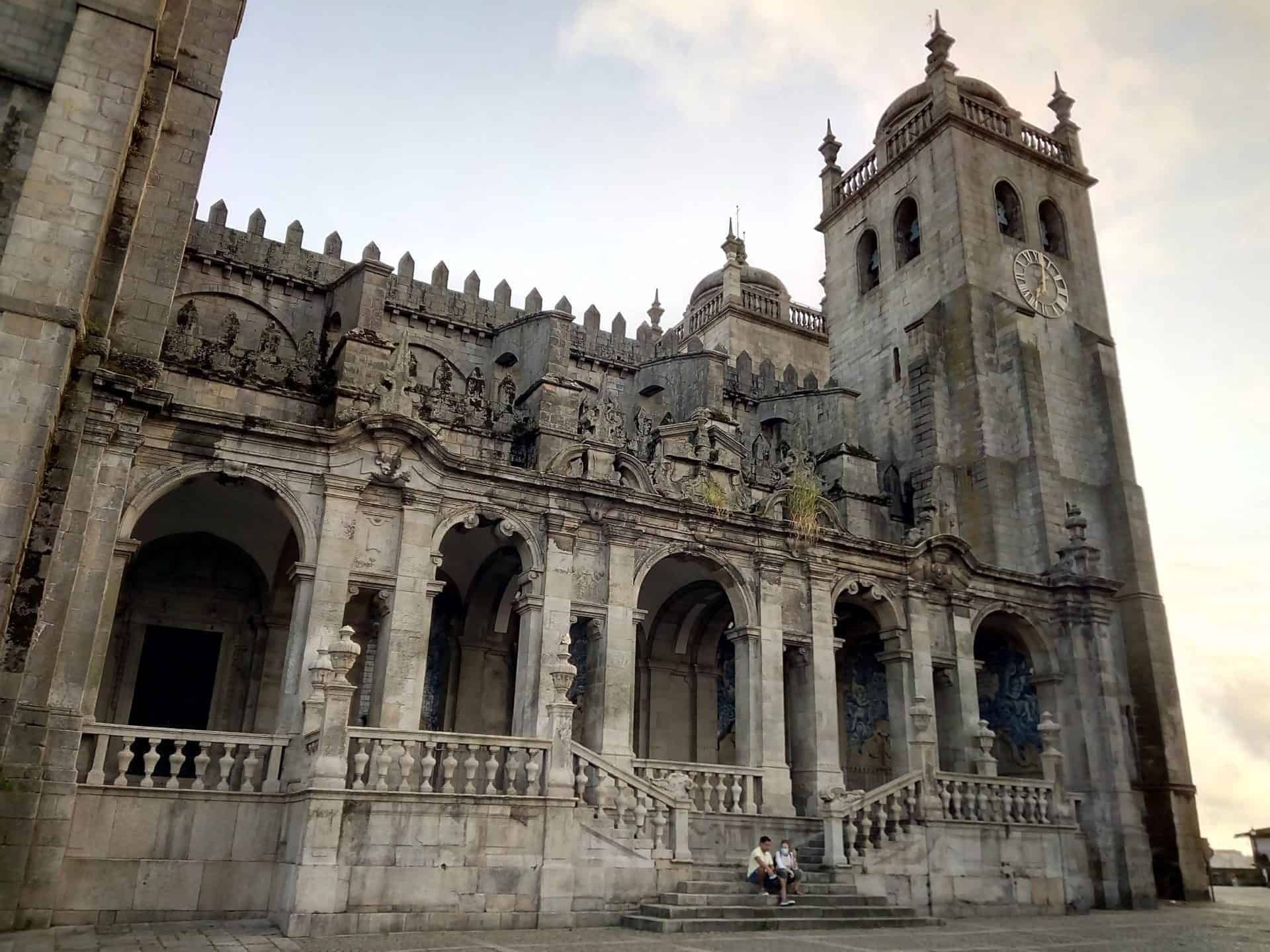 Porto_tourpoint1_cathedral_baroqueloggia_2