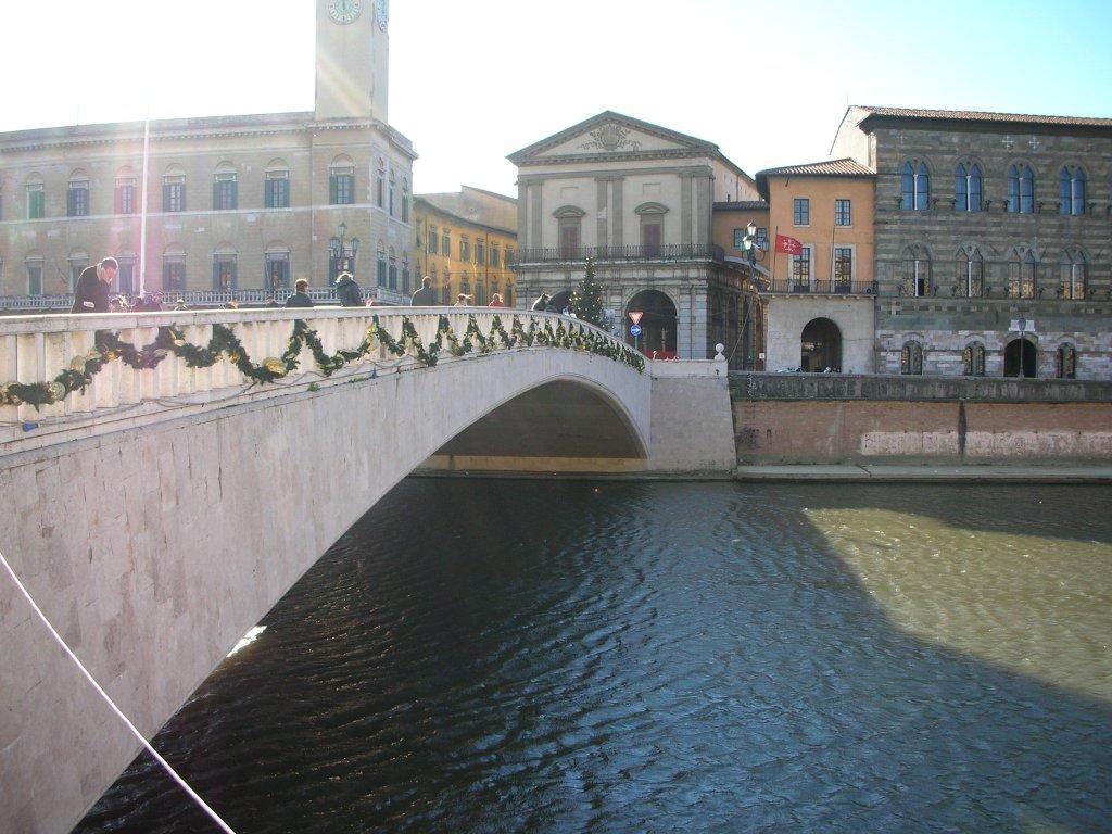 essential_pisaPisa_ponte_di_mezzo