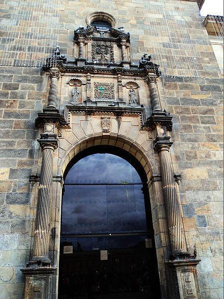 essentialbogota_TP2_2nd_La Plaza de Bolivar - Buildings_Capilla del Sagrario_Indira G Franco