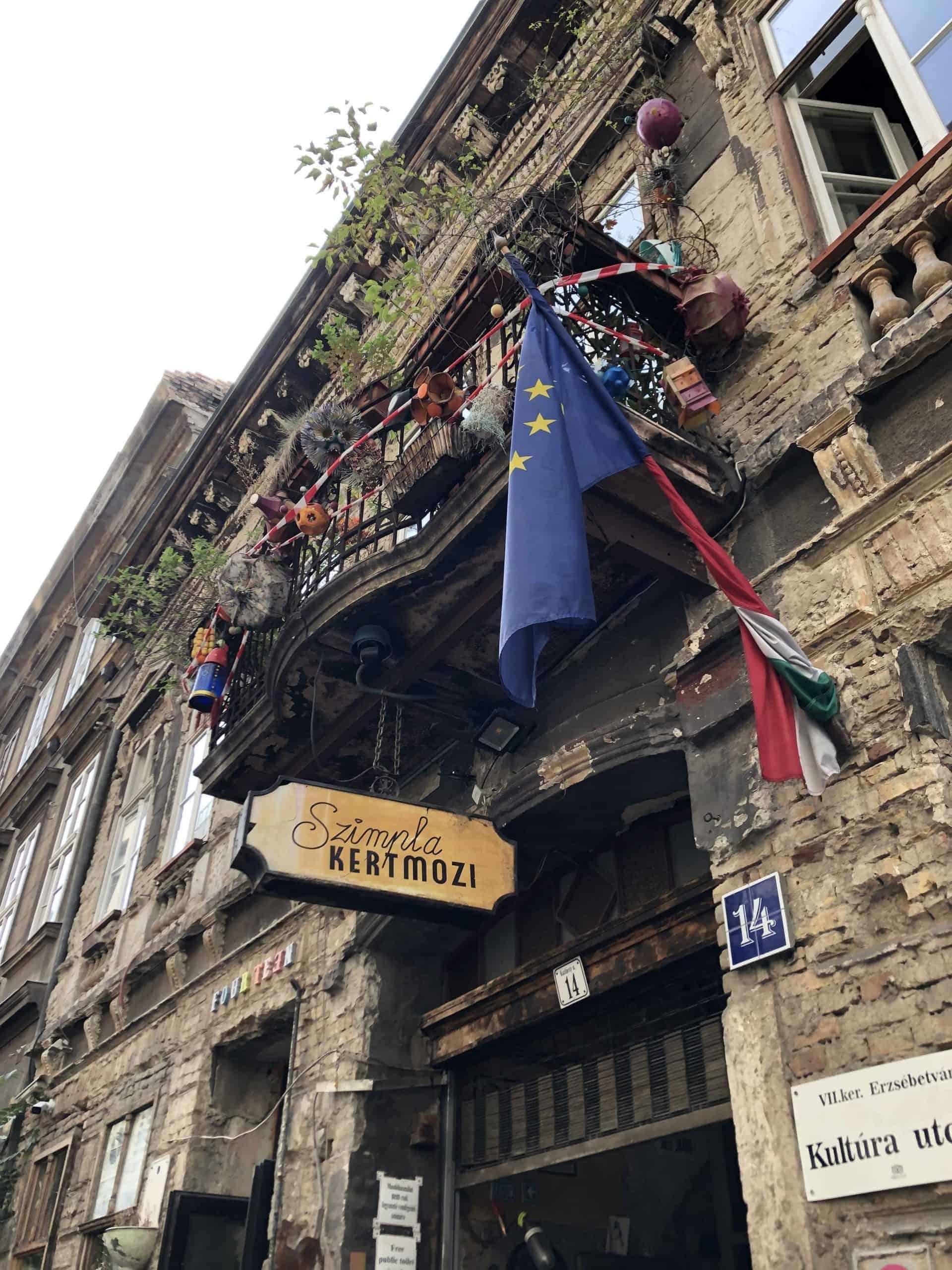 jewishbudapest_Szimpla ruin bar entrance 2
