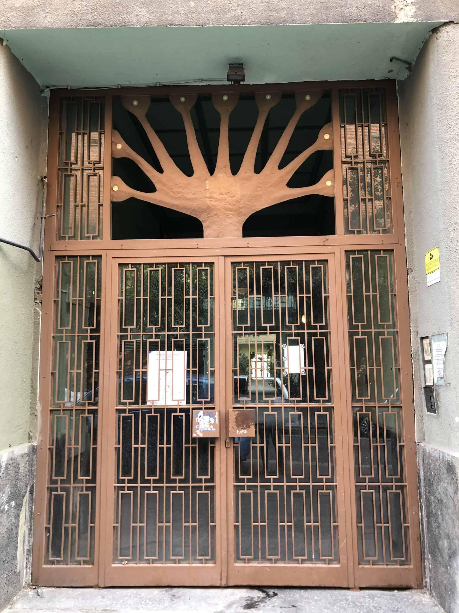 jewishbudapest_Tree_motif_opposite_the_RaulWallenberg_Memorial_Garden