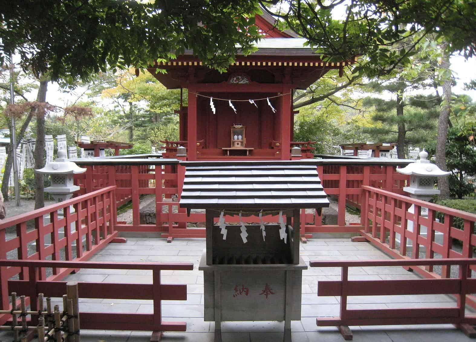 kamakura_essential_Haatage Benzaiten Shrine photo