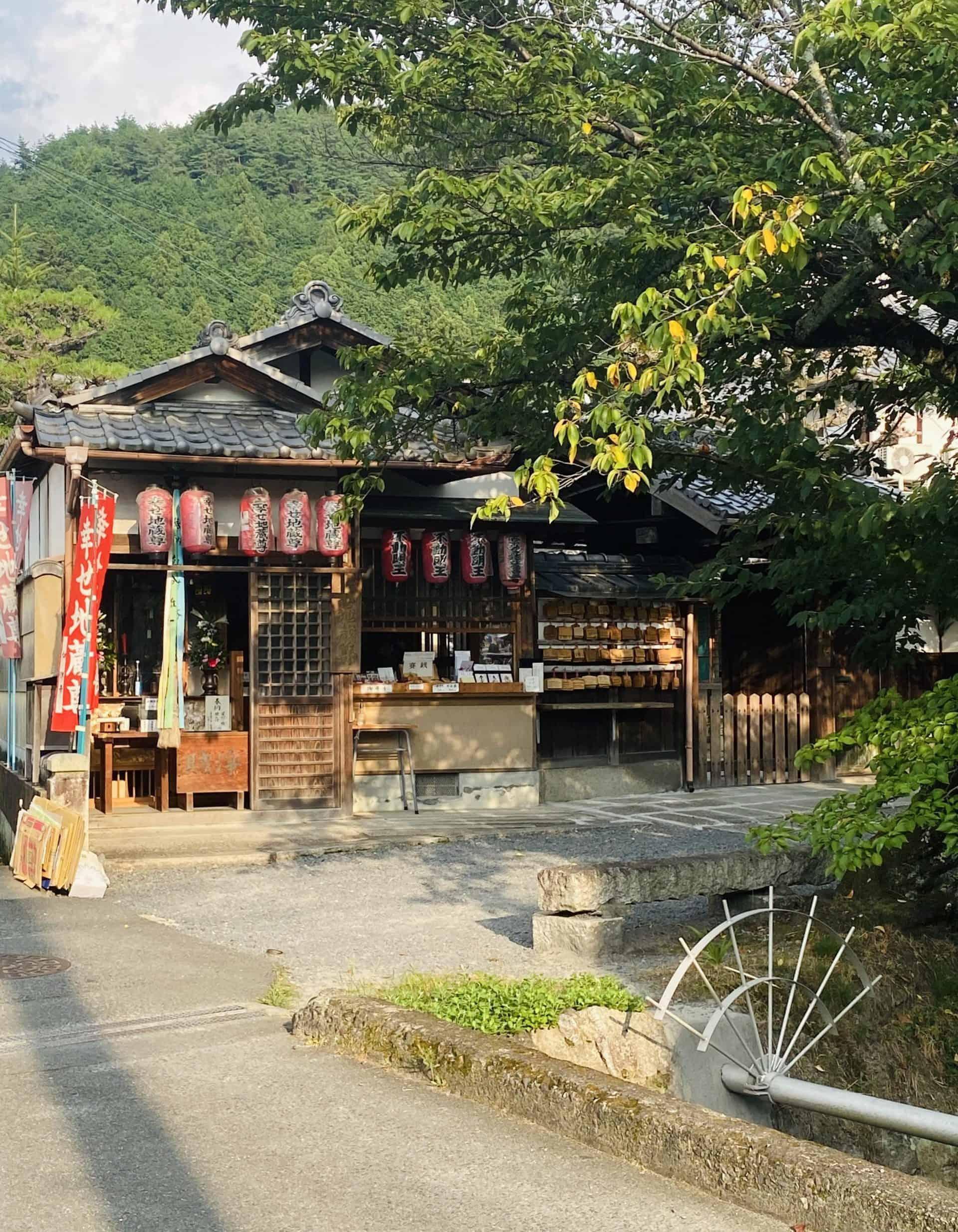 kyoto_essential_Philosopherspath_Point4_SHIAWASE JIZO_1