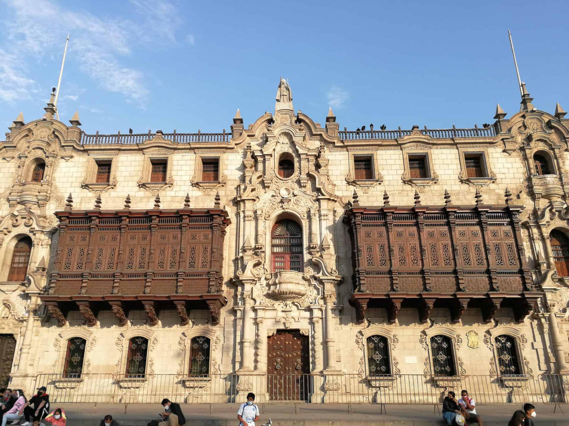 lima_essential_TP9_5th_Plaza Buildings_Palacio Arzobispal