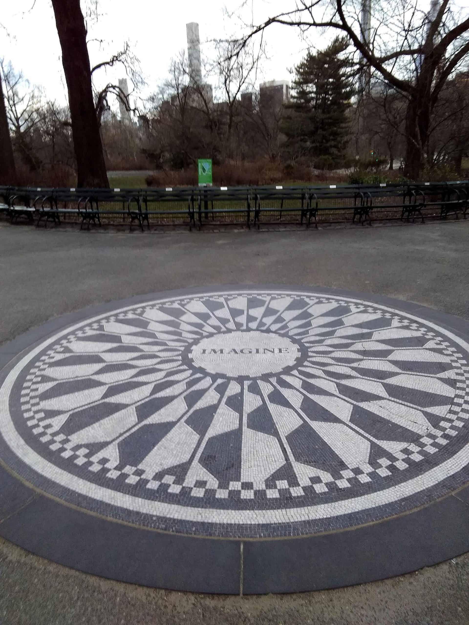 newyork_upperwestside_UWS-tour_ Point10_STRAWBERRY-FIELDS