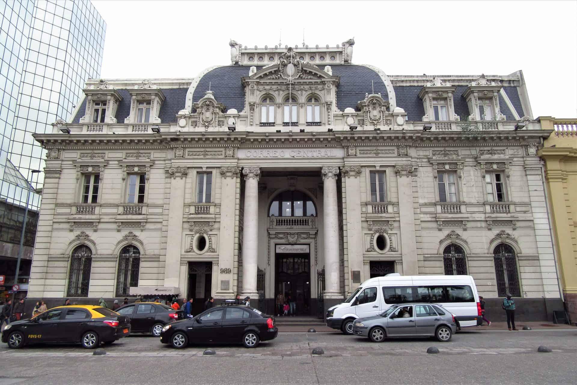 santiago_essential_point2_postoffice_2017_Santiago_de_Chile_-_Edificio_del_Correo_Central