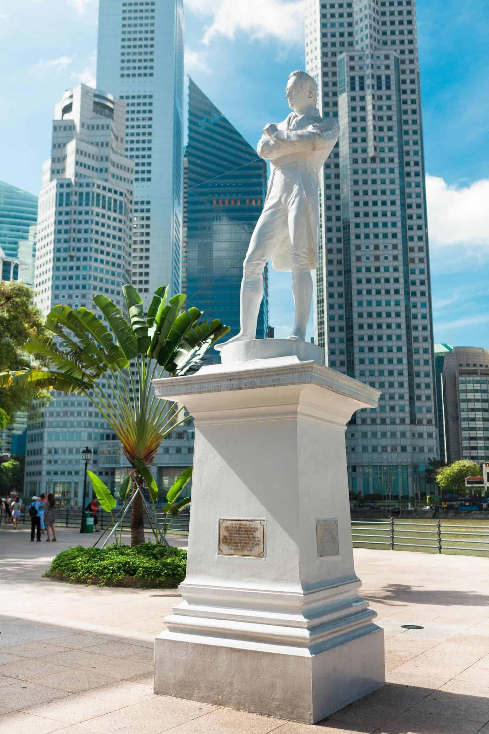 singapore_essential_raffleslanding_shutterstock_109642910