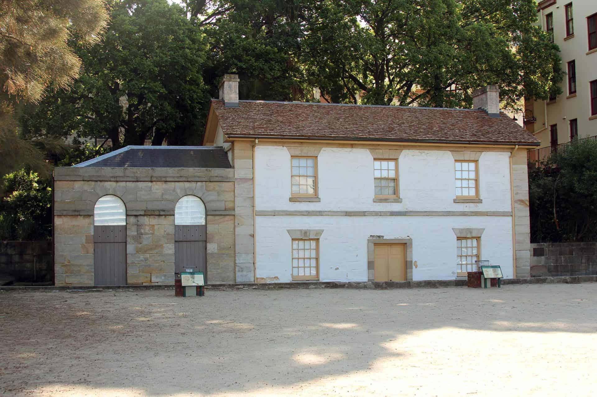sydney_essential_point3_Front_of_Cadman's_Cottage